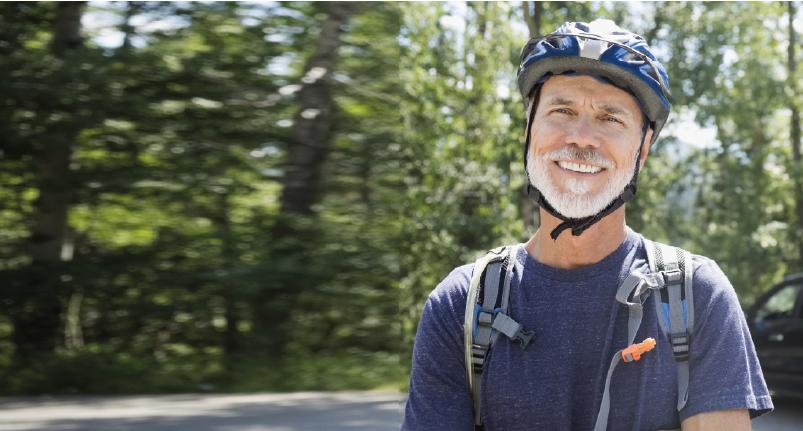 Bei Enra versicherter Fahrradfahrer im Wald